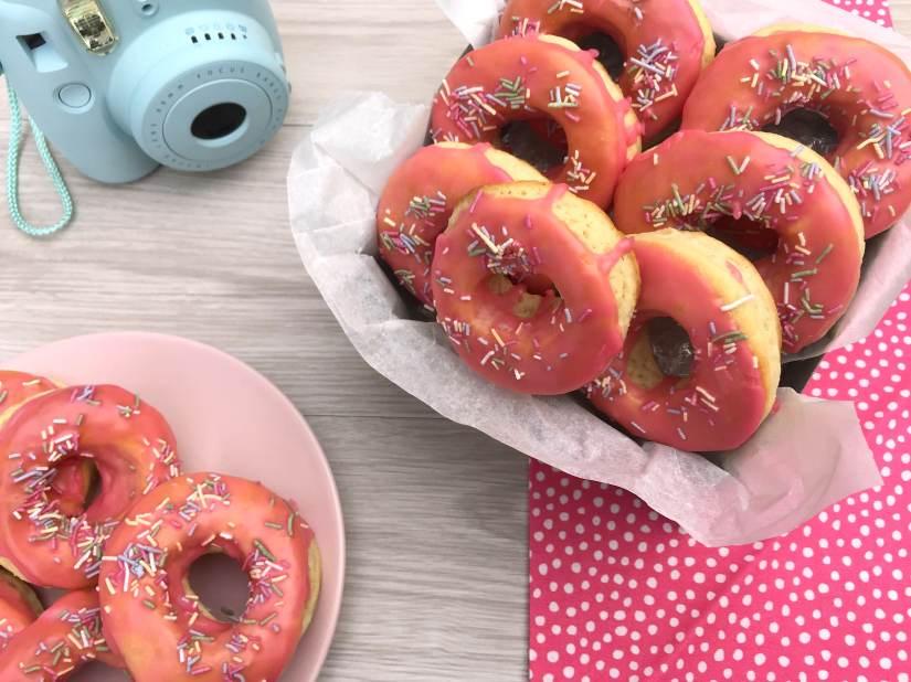 Donut al forno con glassa e codette
