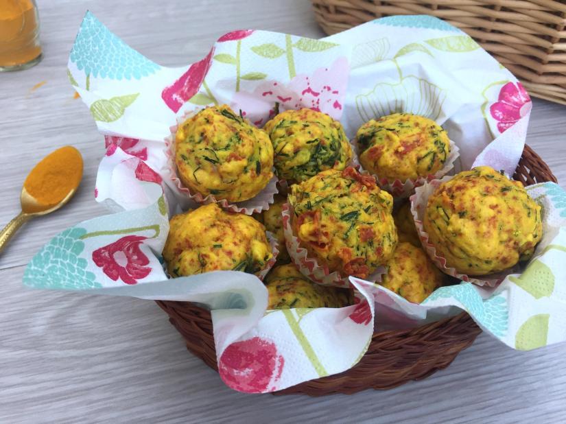 Muffin salati con agretti e pomodorini secchi