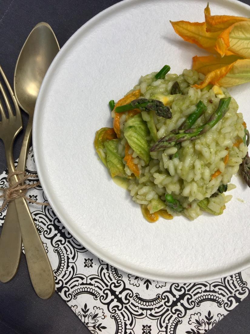 Risotto con asparagi e fiori di zucchina