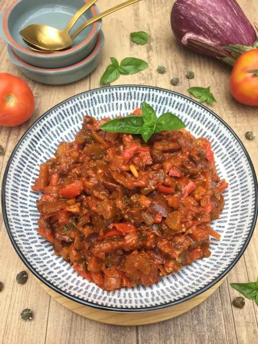 Caponata siciliana con melanzane e peperoni